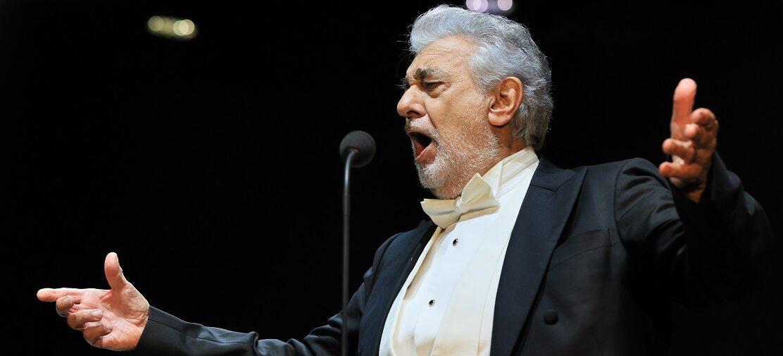 Plácido Domingo zahájil 30. ročník Mezinárodního hudebního festivalu Český Krumlov. Návštěvníci jej ocenili potleskem ve stoje